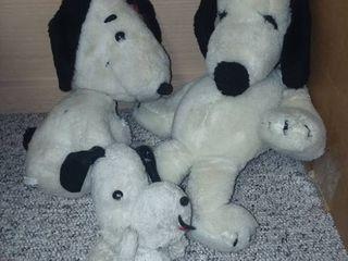Vintage Snoopy Stuffed Animals Need Major Repairs