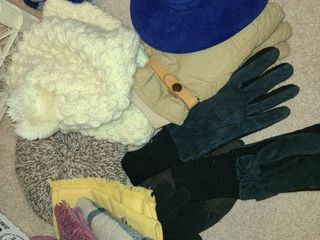 lADIES WINTER HATS  SCARVES  and GlOVES