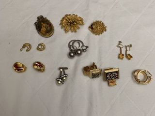 ladies jewelry  two pairs of womens cufflinks  five clip earrings and three pins
