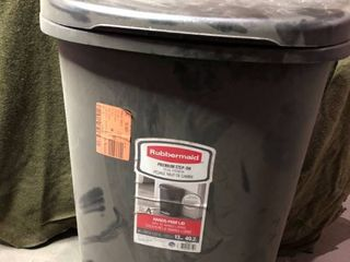 Rubbermaid 1906460 13 Gallon Black Step On Trash Can