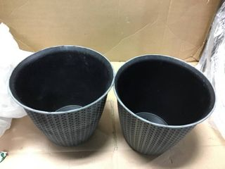 Set of planters in good conditions