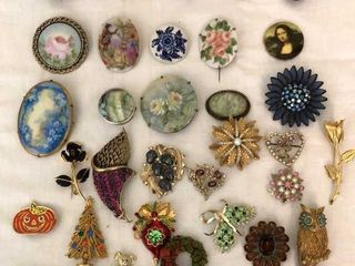 30  Pins and Brooches