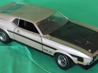 1971 Mustang Mach 1 Boss 351  1 18 Scale