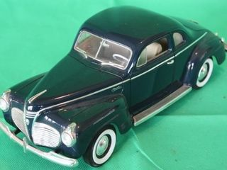 1941 Plymouth Special Deluxe  1 18 Scale