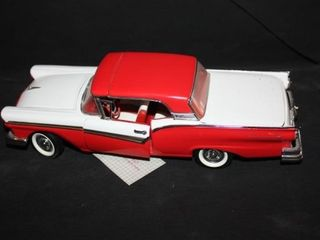 1957 Ford Skyliner 1 24 Scale