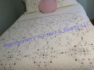 QUEEN SIZE BEDDING OFF lOT  5020
