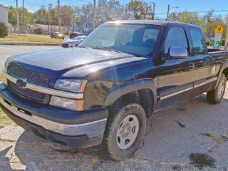 2004 CHEVY TRUCK SIlVERADO 1500   4WD RUNS DRIVES  ClEAR KS TITlE   SEE VIDEOS