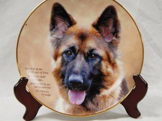 limited Edition  German Shepherd Plate w  Stand  Eyes of love  Plate   J1446 The Danbury Mint