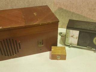 Vintage Zenith Auto Frequency Control AM FM Tube Table Top Radio S 54567   Works   Plastic Top Damaged  Old Radio Cabinet  20 5 x 14 x 11 5 in  tall  and Small Wood Box