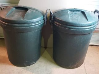 2 Rubbermaid 32 gal  Waste Cans w lids   28 in  tall