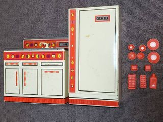 Wolverine Toy Metal Kitchen Set  2 Pcs  plus Plastic Accessories  no handle on refrigerator
