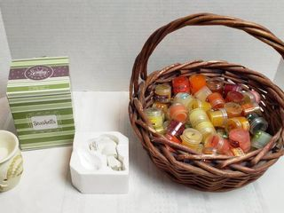 Basket of 30 plus Scentsy 1 4 oz  Wax Scents and Scentsy Seashells Plug in Warmer