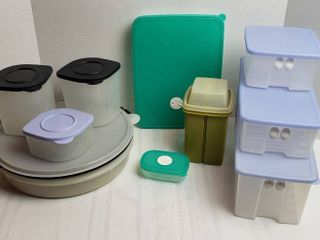 Tupperware Dishes   Refrigerator and Freeze Storage Containers
