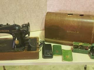 Antique Singer Electric Sewing Machine   Model 15 91 w  Attachments  Buttonholer and Dome Case  damaged    Works
