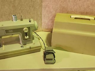Sears Kenmore Portable Sewing Machine   Model 5186   Works
