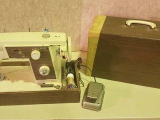 Dial a  Stitch Sewing Machine w Case   Works