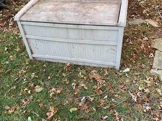 Outdoor storage container