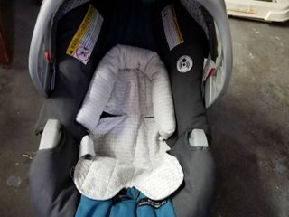 Graco infant car seat mfg dated 4 2 15