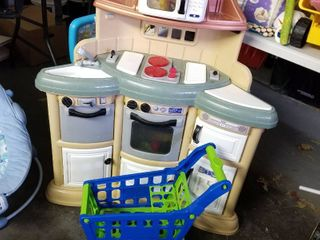 Play kitchen and shopping cart w accessories 45 x 35