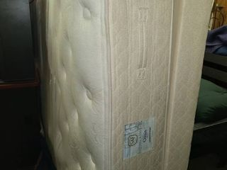 Stearns and Foster Queen Mattress and Boxspring 78 x 60 in