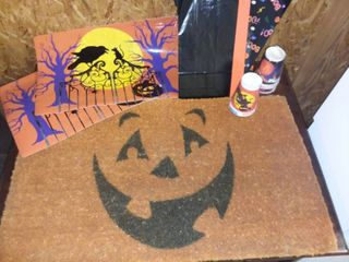 JackOlantern Welcome Rug with Halloween Placemats and Paper Products