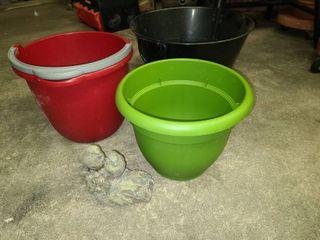 Black Handled Bucket 14 in Diameter with 10 qt Sterilite Bucket Green 10 in Flower Pot and Bird Hide A Key Decor