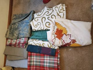 10 Holiday Table Cloths