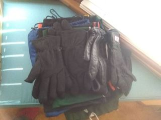 Nice little Winter lot Of Gloves With Sacks