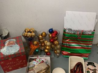 Christmas lot Ornaments Ribbon Plus location laundry Room