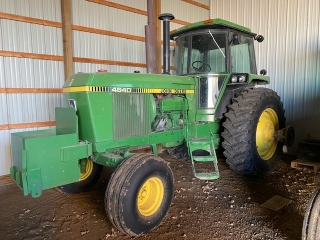 EXTREMELY CLEAN, LOW HOURED JOHN DEERE FARM EQUIPMENT RETIREMENT AUCTION FOR LEON & SUSAN HOFFMANN