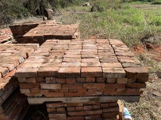 Approx  1 000   Solid Red Brick