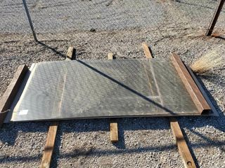 Approx  12   4 x8  aluminum sheets and