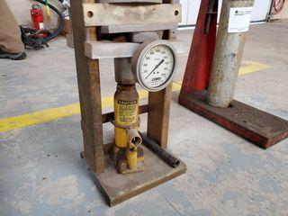 DECO spring compression tool