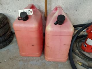 2   6 gallon gas cans