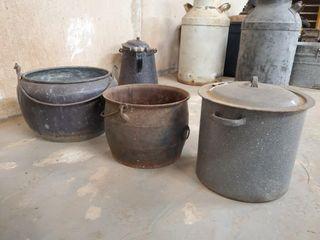 3 Vintage pots