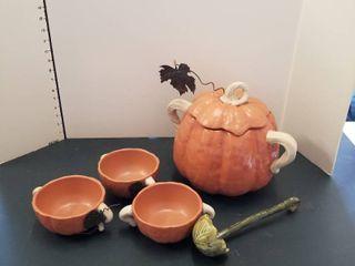 Pumpkin tureen and 6 bowls  ladle