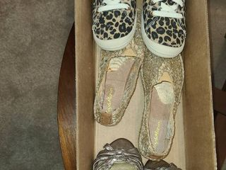 lADIES SHOES  Sizes 6 5 and 7