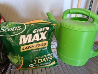 Scott s Max lawn Food with Watering Can