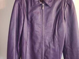 lADIES PURPlE lEATHER COAT  Size Medium