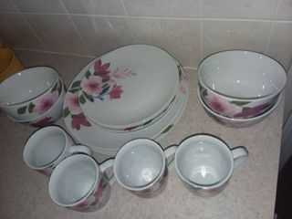 Tabletops Gallery Floral Dishes Set of 16 Pieces