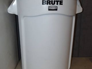 Rubbermaid Brute 32 Gallon Trash Can