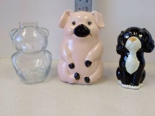 Ceramic and glass piggy banks and one figurene