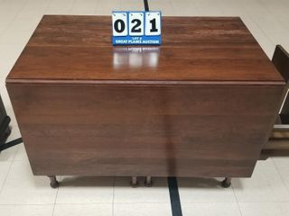Cherrywood Dining Table w  2 Drop leaves