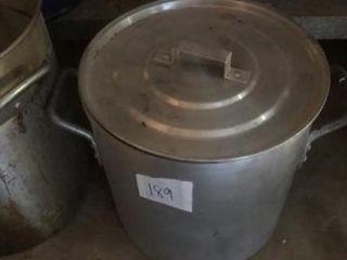 Turkey fryer pan  stock pot w  lid
