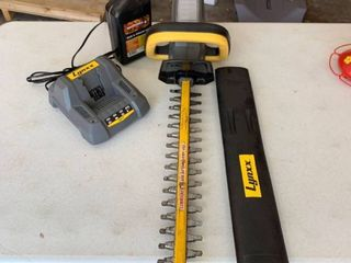 lynxx Hedge trimmer and bar and chain oil