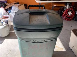 Rolling Rubbermaid trashcan with a locking lid