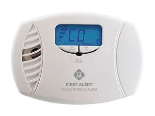 First Alert   Carbon Monoxide Plug In Alarm w  Battery Backup