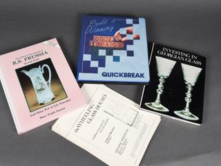 lOT OF 5 GlASS COllECTING BOOKS   BOOKlETS