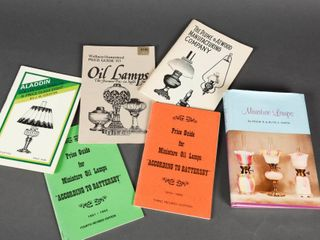 lOT OF 6 OIl lAMP COllECTOR BOOKS   BOOKlETS