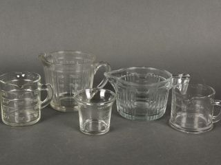 lOT OF 5 VINTAGE PATTERN GlASS MEASURING CUPS